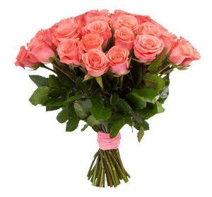 красивые коралловые розы в букете