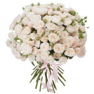 кустовая роза белая в букете