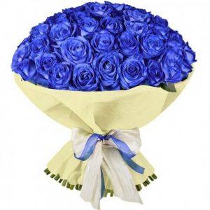 в упаковке синяя роза