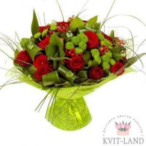 розы и зелень в букете