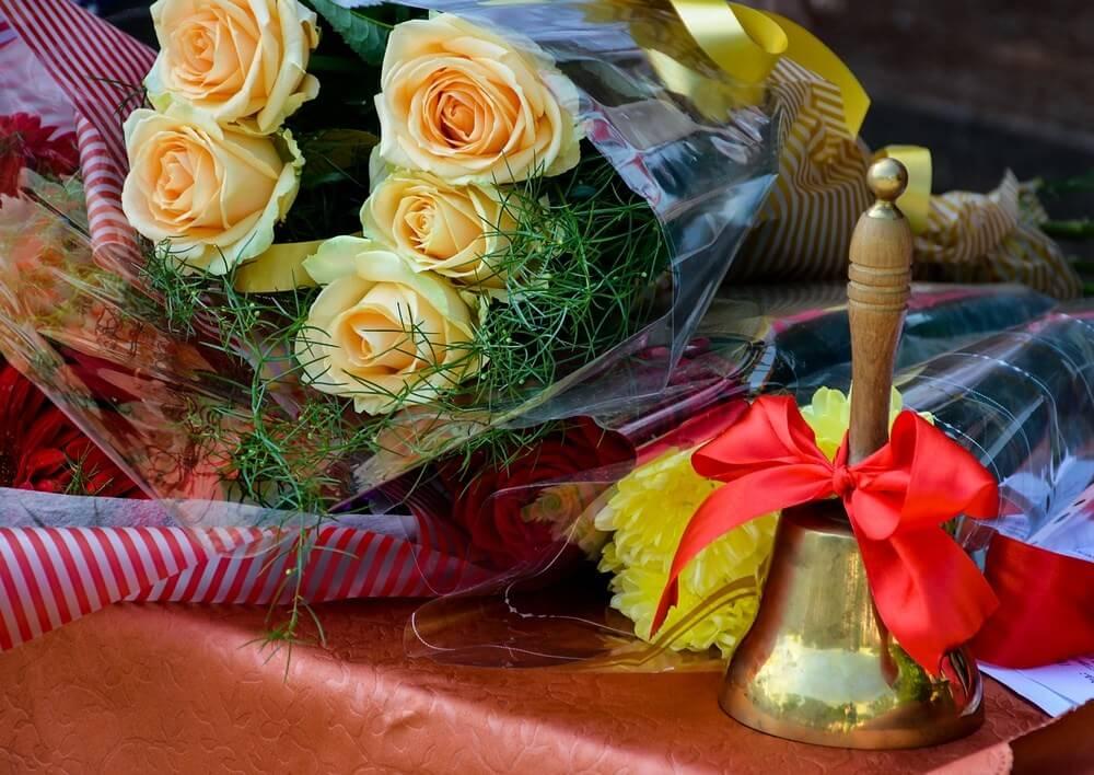 Желаете заказать в Харькове цветы на Последний звонок с услугой доставка цветов?