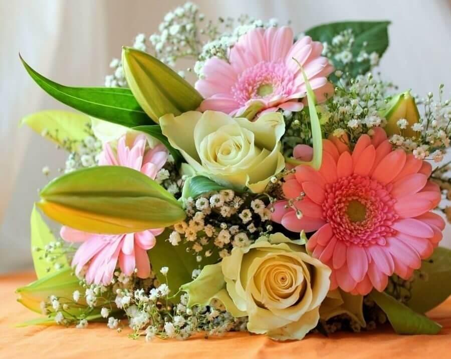 Общие понятия, касающиеся флористических предложений на годовщину женщинам и мужчинам