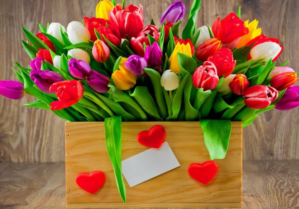 Цветы на 8 марта должны: