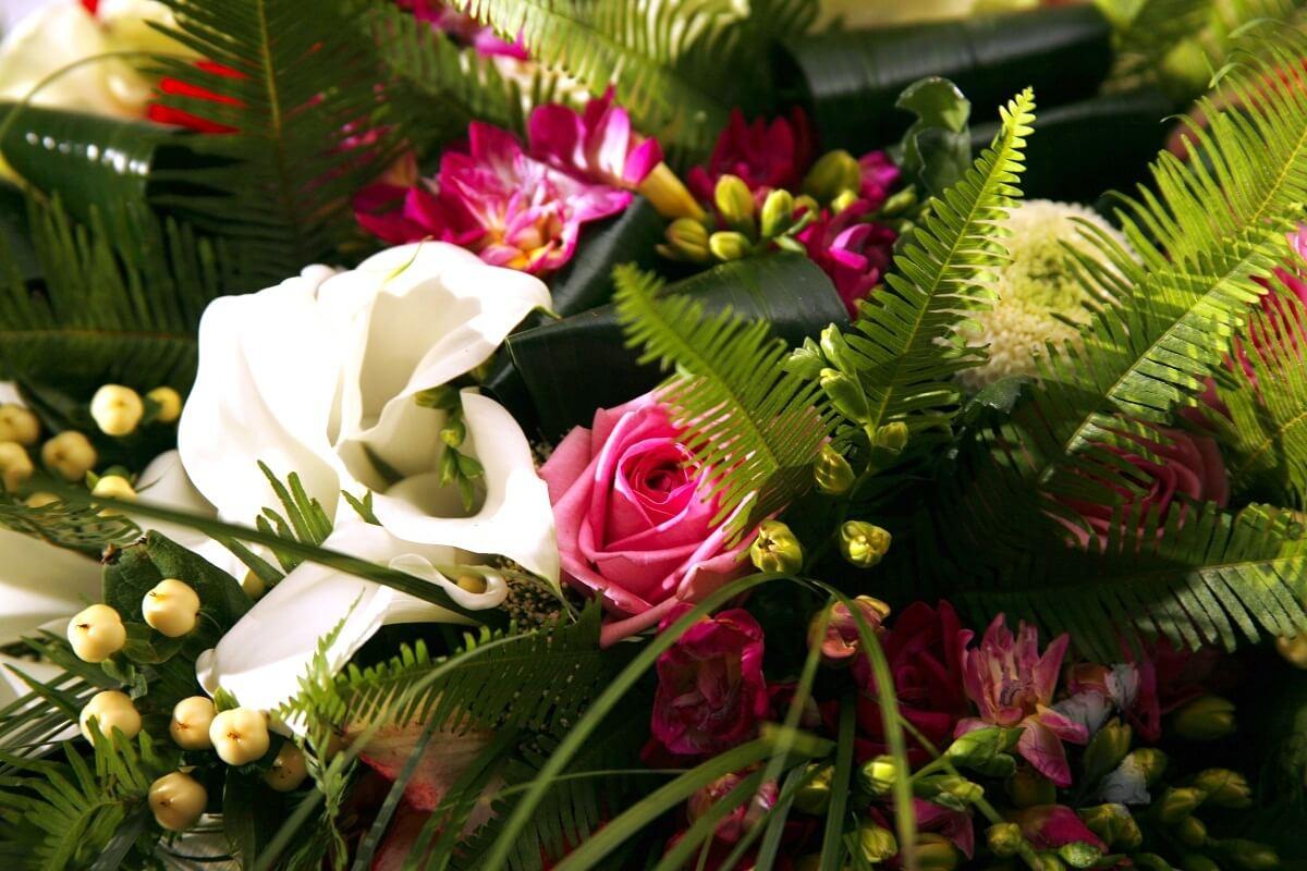 Траурные венки из свежих цветов