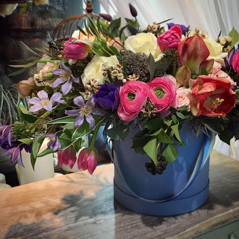 коробка синяя с цветами