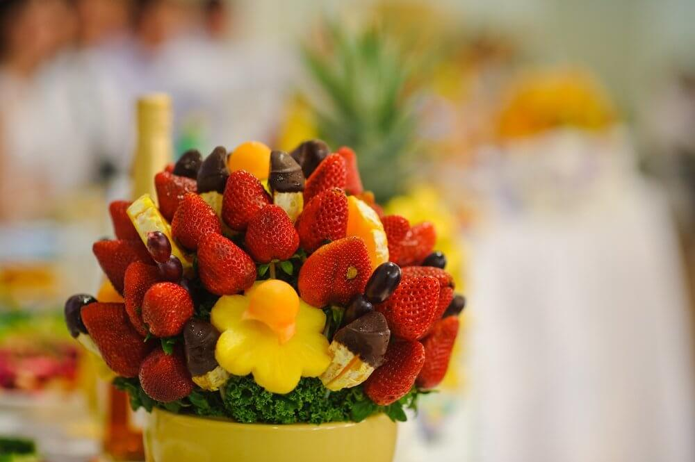 сладкий букет из фруктов