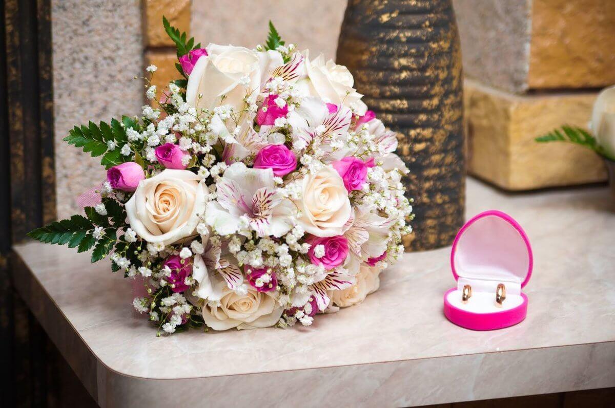 кольца и букет невесты