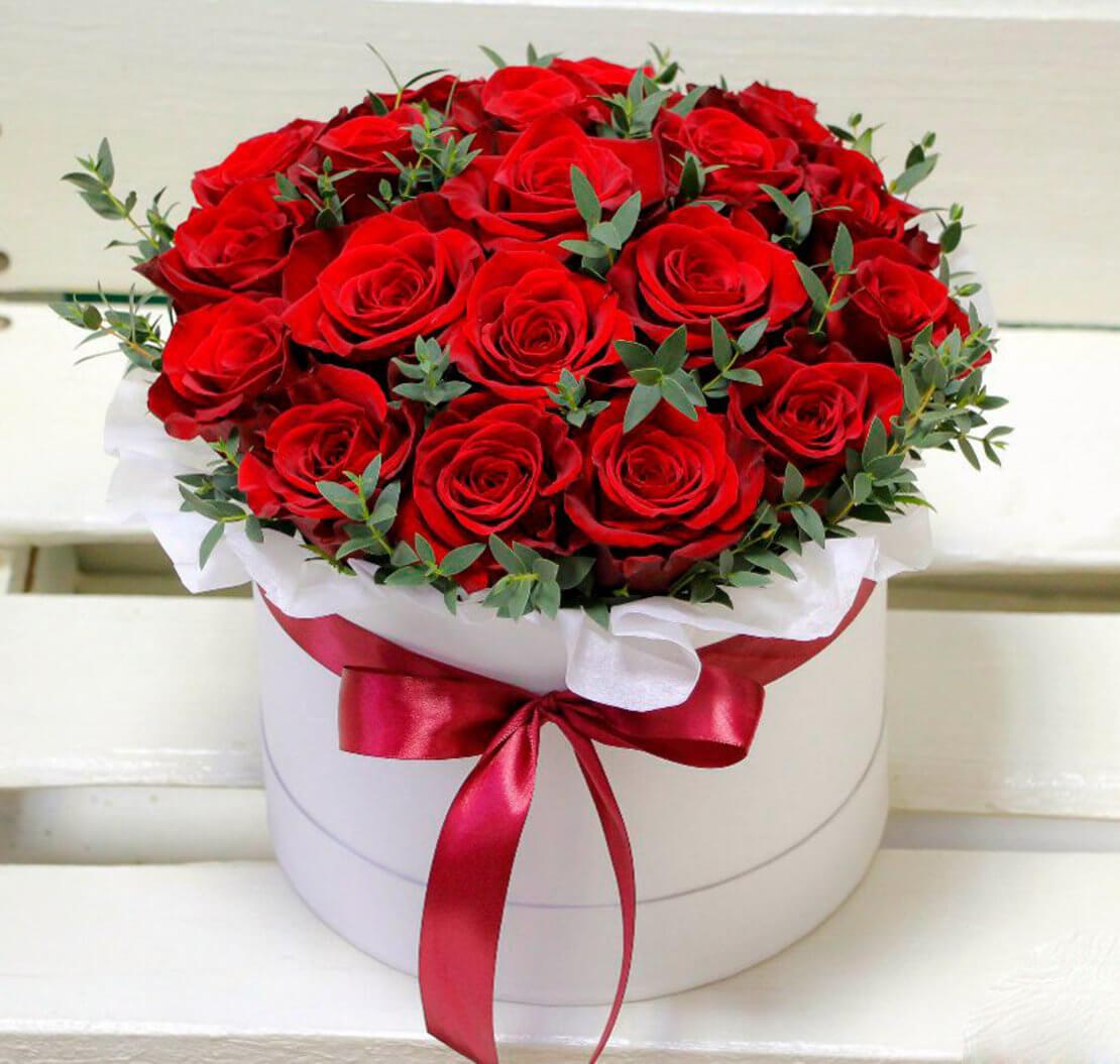 Коробка красных роз