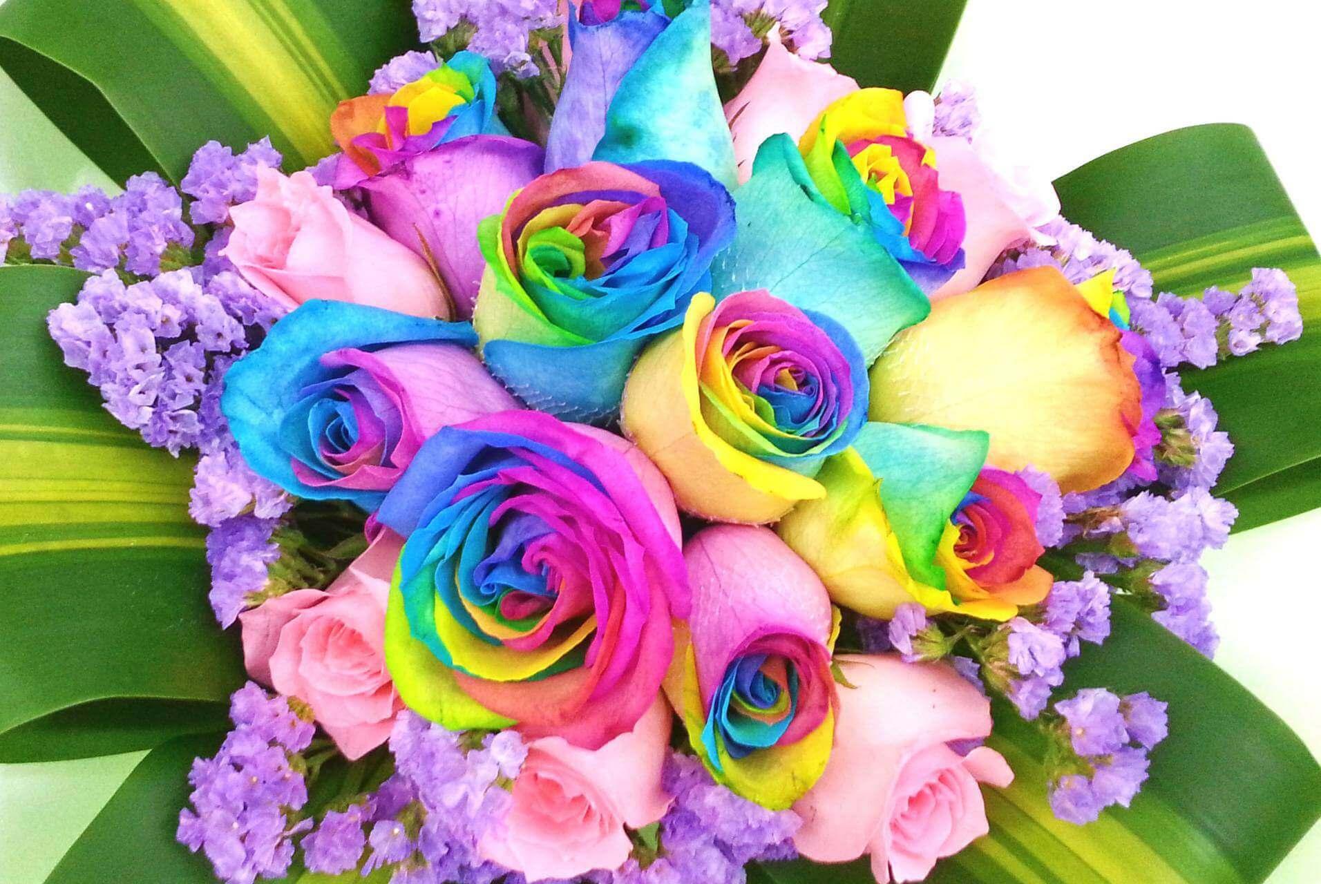 Радужная роза букет