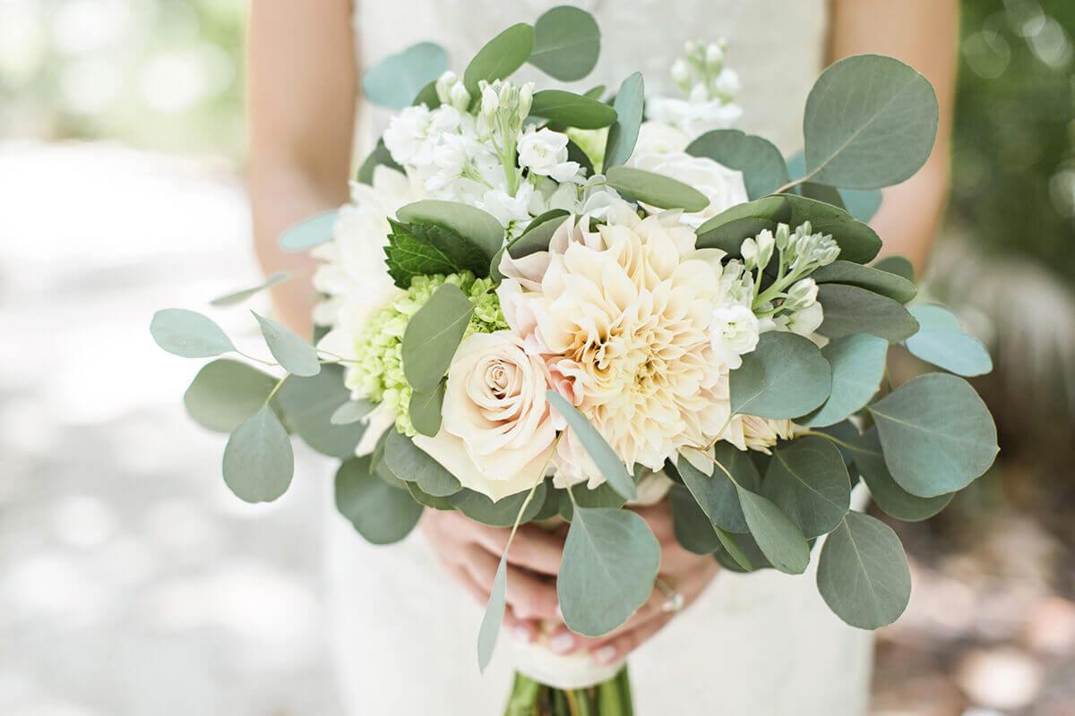 Букет цветов с эвкалиптом